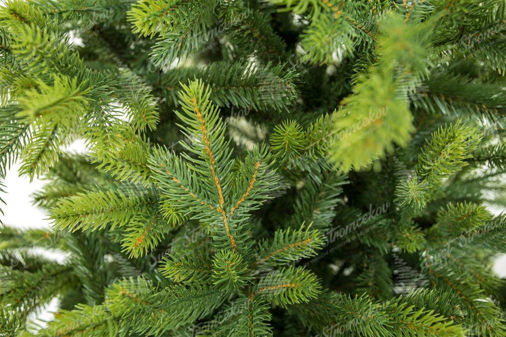 Detail větviček 3D stromku Smrk Italský. Větvičky mají konečky zabarvené do jasno zelené barvy které připomíná čerstvé jarní jehličí.
