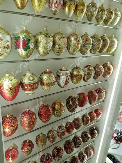 Retro vánoční koule v červené a zlaté barvě na stromeček