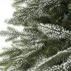 Detailní fotka větviček umělého vánočního stromku 3D Smrk zasněžený. Větvičky jsou pokryty bílým 3D sněhem.