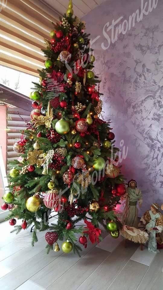 Ozdobený umělý vánoční stromek 3D Smrk Alpský 240cm do zlato červené barvy .