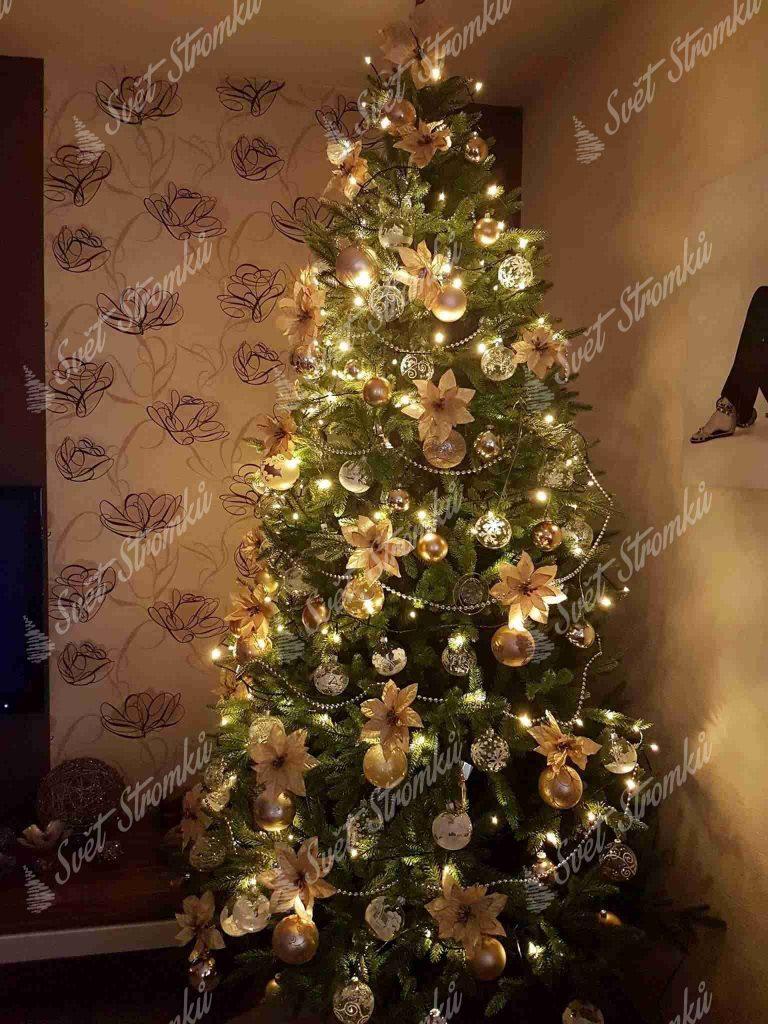 Ozdobený umělý vánoční 3D stromek Smrk Alpský do zlata .