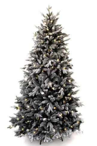 Bílý vánoční stromeček postavený na kovovém stojanu. Celý stromeček je vysvícený s LED světýlky.