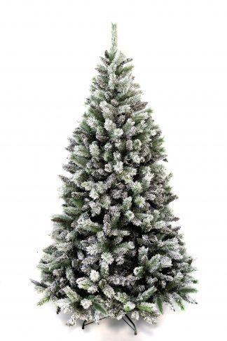Vánoční stromek pokrytý bílou sněhovou pokrývkou. Stromek stojí na kovovém stojanu.
