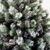 Detailní fotka zasněžených bílo zelených větviček umělého vánočního stromku Borovice Bílá.