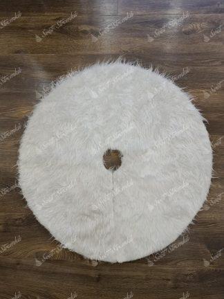 Bílý koberec pod vánoční stromek